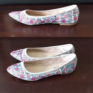 NWOB Size 6.5 Embroidered Flats